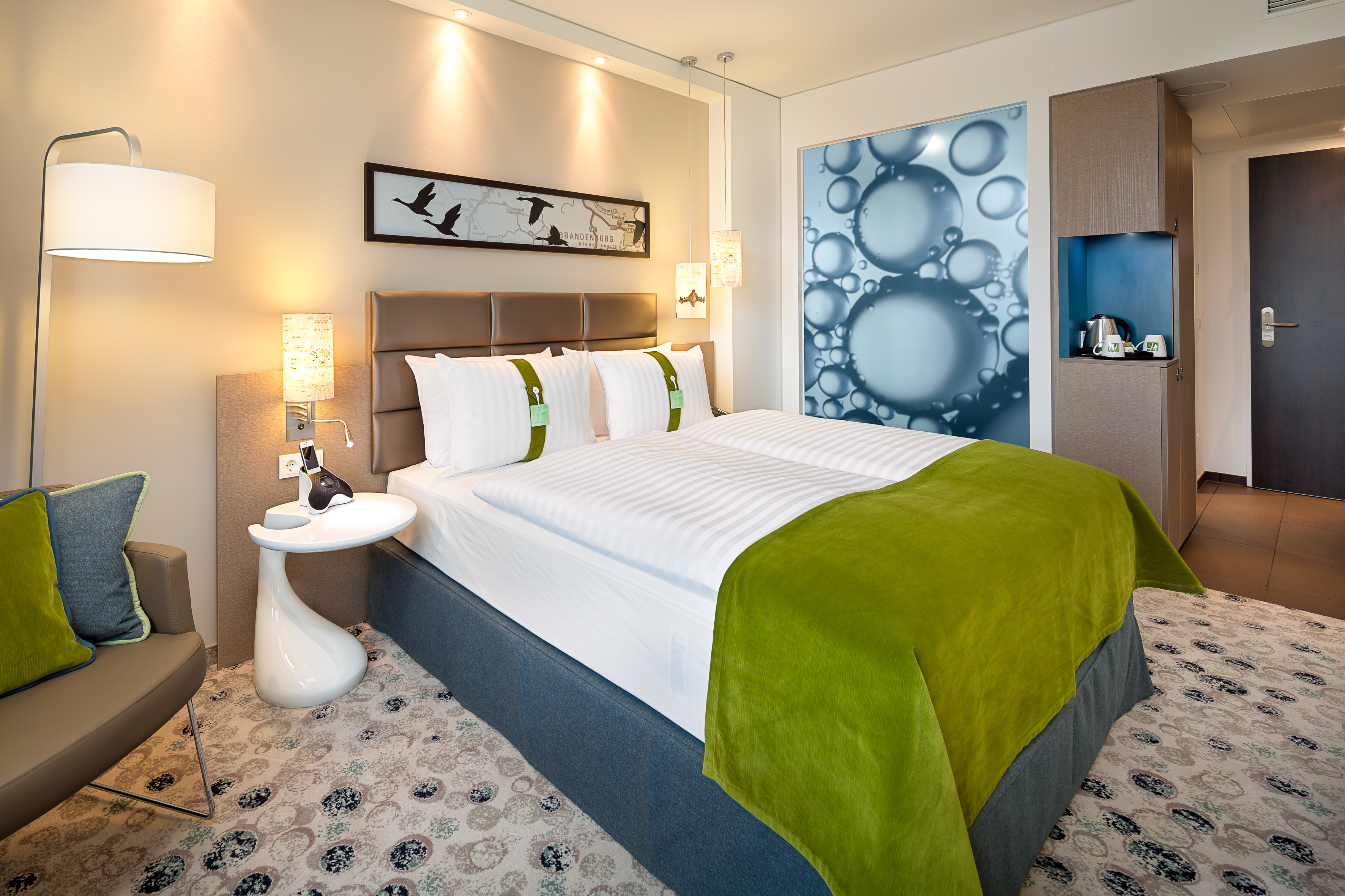 o2 world berlin hotel. Black Bedroom Furniture Sets. Home Design Ideas